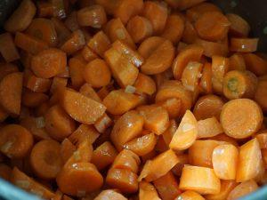 Birnen - Möhrensuppe mit roher und fermentierter Karotte 3