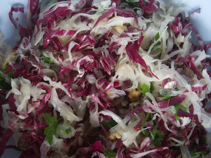 Radicchio-Salat mit Küstentannen Sauerkraut