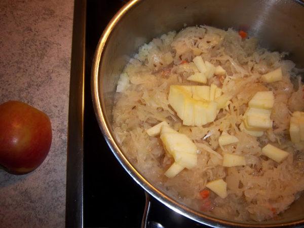 Apfel-Sauerkraut mit Kartoffelkruste 4