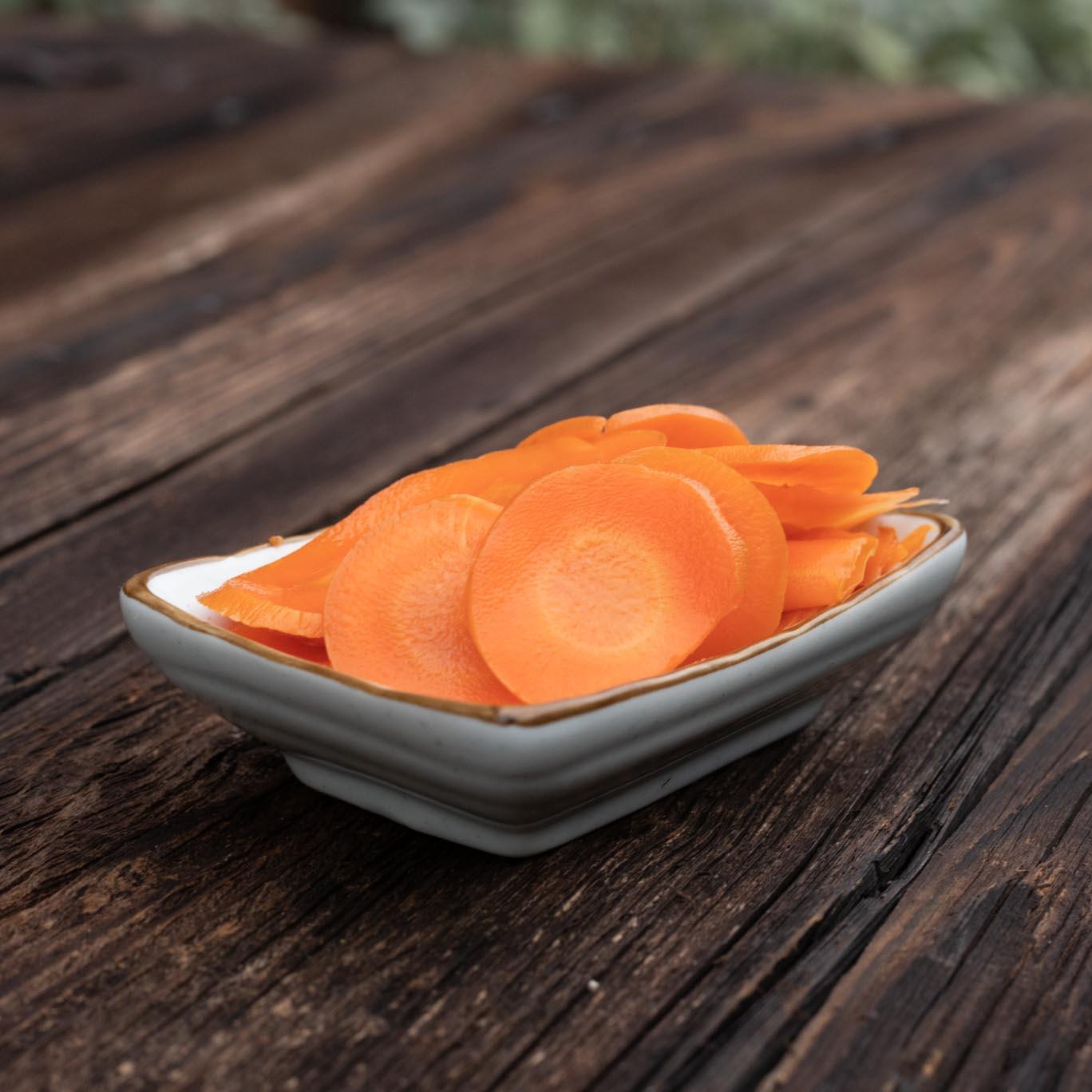Fermentiertes Gemüse von Schnelles Grünzeug, hier fermentierte Karotte mit Holunderblüte