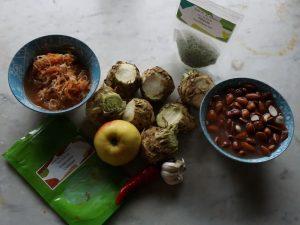 Suppe aus Sellerie und Mandeln mit fermentiertem Gemüse 1